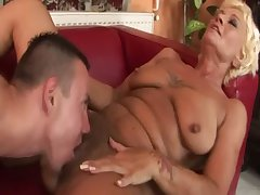 Rabelaisian GILFs soft pussy tasted and fingered