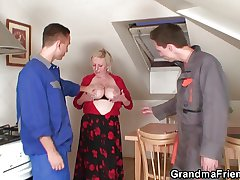 Old bimbo enjoys two cocks and dildo