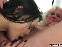 Anina loves the inclination be useful to an old pussy
