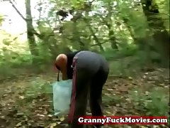 Granny in anent open-air screwing