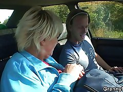 Old streetwalker gets nailed in the car overwrought a distance from
