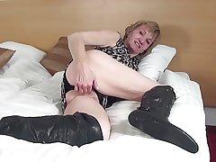 Amateur granny with vitalized grey cunt in big ebony cup-boy