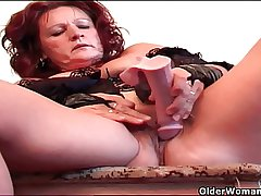 Granny encircling lingerie gives swollen pussy a delicious