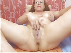 Webcam - Colombian granny Milf repartee (no sound)