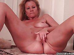 Busty soccer mommy needs a masturbation break exotic housework