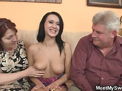 Unsophisticated unsubtle is seduceed by granny coupled with fucked by daddy