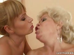 Bi-granny threesome with a young clasp