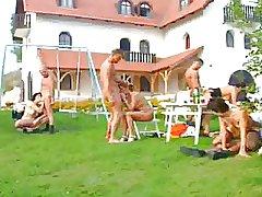 German Swinger Bandeau im Garten
