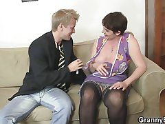 Superannuated matriarch spreads legs for young cock
