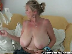 Granny with chubby tits masturbates with respect to pantyhose