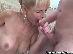 X doyenne lady with big tits gets fucked gone away from