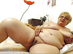 Busty granny essentially cam