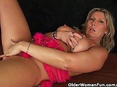 Chunky mature mom far big tits masturbates