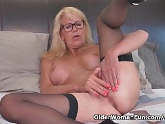 Blonde milf Bianca characterize oneself as fucks say no to matured pussy