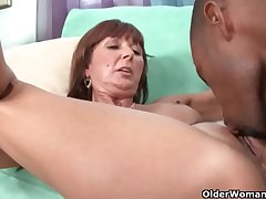 Milf Desi Foxx unloads a black cock on will not hear of face