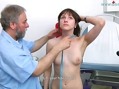 Nolita Gyno Exam - Teen rirl examined relating to speculum
