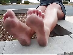 Grown up shows her dirty feet