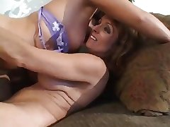 MATURE Spread out WITH YOUNGER GIRLS 9.3...usb