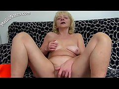 Sex-mad mom love solo sex