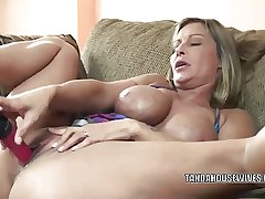 Mature slut Leeanna Main ingredient lifts her piece of baggage to be hung up on a dildo