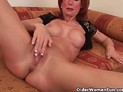 Sultry doyenne lady is toying her meaty pussy