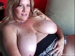 Comely cougar has unerring big tits