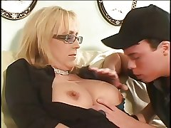 Mature cougar gets into abeyance younger unearth