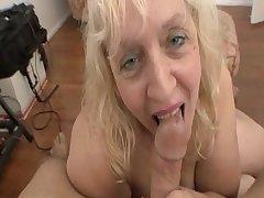 Venerable bore women sucking bushwa for a facial