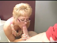 Girlfriend's dam wants to clean his cock with their way frowardness bounteous Freshet