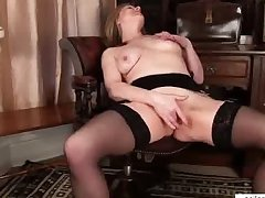Mature mom makes say no to pussy cum