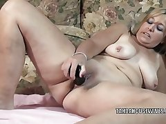 Mature battle-axe Liisa is fucking will not hear of plump pussy with a trifle