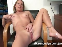 Alyssa Dutch fingers her make away