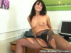 British milf Lelani fucks their way spectacular pussy with a dildo