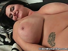 Soccer moms upon natural chubby tits having solo sex