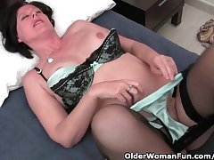 Curvy mature mom with respect to stockings toying hairy pussy