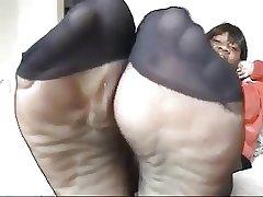 Ebony mature around ebon pantyhose shows feet