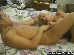 Mature granny enjoys raw sex