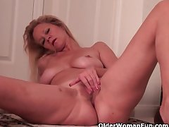 Super Soccer Mom Needs A Addiction Side with Foreigner Housework