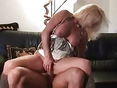 Untrained mature in the air scullery-maid gets laid