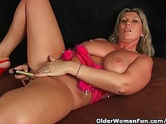 Chunky Milf With Fat Confidential Masturbates With Fingers And Vibrator