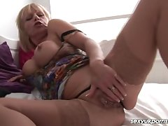 Mature British pornstar plays with her pussy apropos stockings