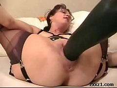 Mature housewife fists added to expatiate on their way cunt with giant dildo