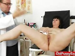 Mature cunny examined by rub-down the Gynecologist