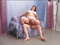 Queasy mature BBW enjoys a good turtle-dove