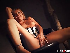 Surprising Mature Milf Squirts Multiple Times