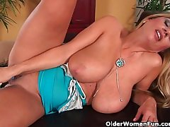 Spectacular milf wide fat tits fucks themselves wide a dildo
