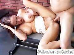 Beautiful chubby boobs MILF loves hither fuck