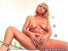 Chunky grandma with hanging big Bristols rubs her superannuated clit
