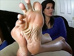 X-rated Mature Sweeping shows hammer away Feet and Soles