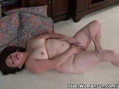 American granny Kay masturbates upon nylon pantyhose